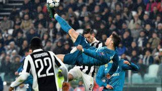 Real Madrid's Portuguese forward Cristiano Ronaldo (C) scores during the UEFA Champions League quarter-final first leg football match between Juventus and Real Madrid at the Allianz Stadium in Turin on April 3, 2018. / AFP PHOTO / Alberto PIZZOLI