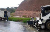 Motorista fica gravemente ferido em acidente na BR-101