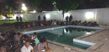 Bahia: Armas e 85 kg de drogas são apreendidos em festa de 'paredão'