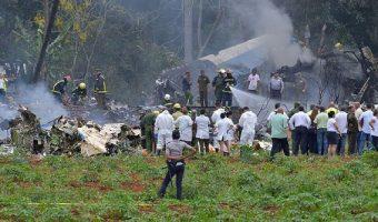 Avião com 113 pessoas cai após decolar de aeroporto em Havana