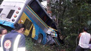 qq 1 300x169 - Arataca: Acidente com ônibus deixa três mortos e pelo menos quinze feridos na BR-101 - o tempo jornalismo