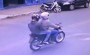 Moto 300x185 - Poções: Dupla em moto rouba R$ 200 mil em saidinha bancária - o tempo jornalismo