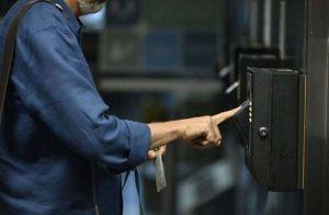 Ponto eletrônico 2 300x196 - Servidores públicos poderão reduzir jornada de trabalho - o tempo jornalismo