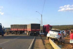 br 300x201 - Motorista morre após tentar atravessar BR e ser atingido por caminhão - o tempo jornalismo