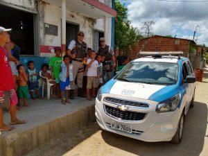 B 2 300x225 - Mascote: PM faz distribuição de brinquedos em comunidades carentes - o tempo jornalismo