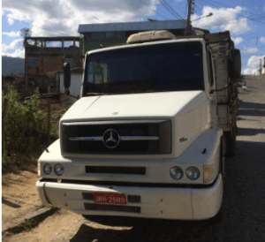 CAR 1 300x274 - Camacan: PM apreende carregamento de madeira ilegal - o tempo jornalismo