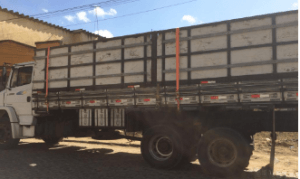 CAR 3 300x179 - Camacan: PM apreende carregamento de madeira ilegal - o tempo jornalismo
