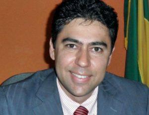 80 300x233 - Ex-prefeito é morto pelo pai ao ser confundido com ladrão - o tempo jornalismo
