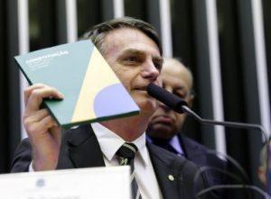 Bolso 300x221 - Em Brasília, Bolsonaro diz que a Constituição é o único 'norte' da democracia - o tempo jornalismo