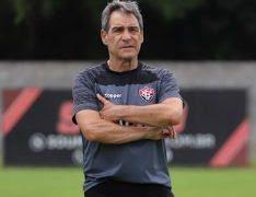 Vitória anuncia demissão de Paulo Cézar Carpegiani