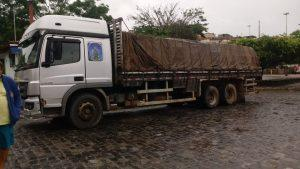 Caminhão 1 300x169 - Camacan: Caminhão de madeira apreendido em Jacareci - o tempo jornalismo