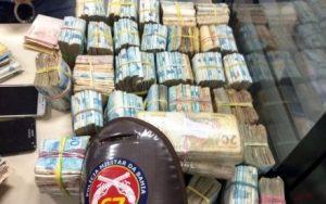 we 300x188 - Polícia apreende R$ 364 mil em espécie com dupla em Feira de Santana - o tempo jornalismo