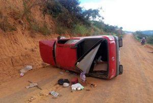 acidente professor uesb 2 e1548068298106 300x202 - Professor da Uesb morre após carro capotar em rodovia do sudoeste da Bahia - o tempo jornalismo