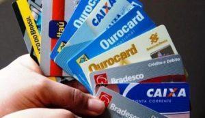 cartões de crédito 580x335 e1549616427118 300x173 - Aumenta o endividamento do consumidor brasileiro com o cartão de crédito - o tempo jornalismo