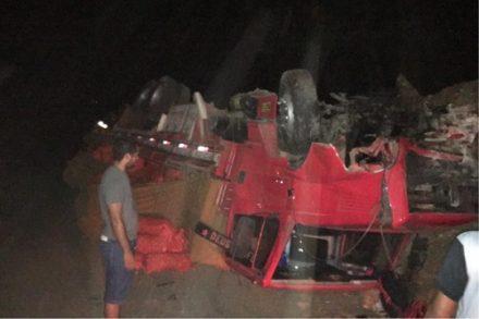 Bahia: Colisão entre carro e caminhão deixa seis mortos na BA-052