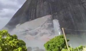foto e1549449440934 300x176 - Bahia: Após tremores de terra, pedra se desprende de montanha - o tempo jornalismo