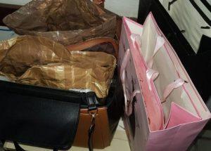 foto e1549710265949 300x215 - Mulheres são presas suspeitas de furtar farmácias com 'sacolas mágicas' - o tempo jornalismo