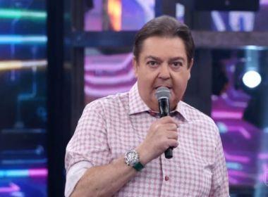 Faustão manda indireta e web liga a Bolsonaro: 'Se não tem competência, pede demissão'