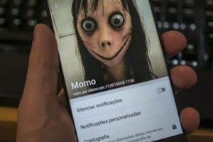 boneca momo 300x200 - Criador de 'Momo' tranquiliza crianças e diz ter destruído escultura usada em desafio suicida - o tempo jornalismo