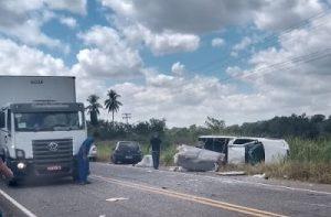e45 300x197 - Barra do Rocha: Colisão de veículos na BR-330 deixa três feridos - o tempo jornalismo