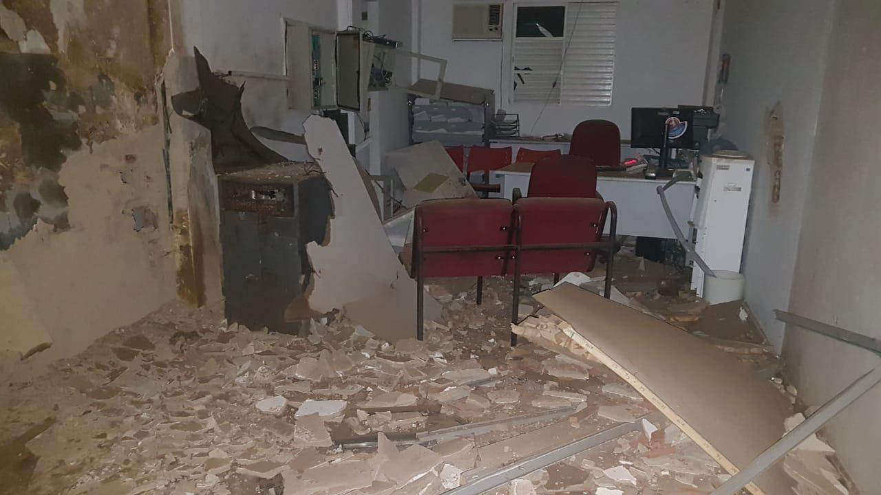 Arataca: Bandidos fortemente armados explodem agência bancária