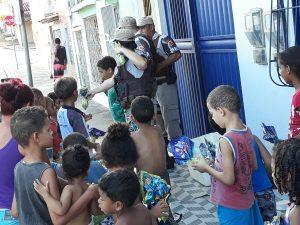 547d155e 7d61 4613 81a3 242e25536ec7 1 300x225 - Camacan: Policiais militares entregam ovos de Páscoa para crianças - o tempo jornalismo