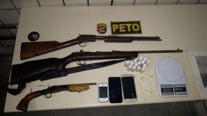 armas 300x169 - Camacan: Dupla é flagrada e presa com drogas e armas de fogo - o tempo jornalismo