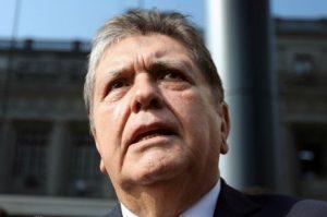 presidente peru alan garcia 17042019100528309 300x199 - Ex-presidente do Peru tenta se matar antes de ser preso por caso Odebrecht - o tempo jornalismo