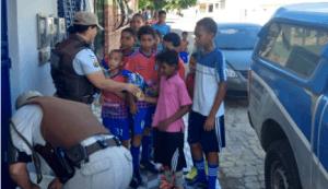 tttttttttttttttttttttttttttttttttttt 300x173 - Camacan: Policiais militares entregam ovos de Páscoa para crianças - o tempo jornalismo