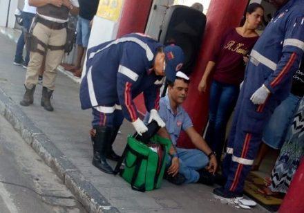 Pedaço de laje cai na cabeça de radialista no centro de Ipiaú