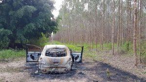 csm carro001 52d74e8f7b 300x168 - Bandidos põem fogo em carro com repórter da TV Bahia na mala - o tempo jornalismo