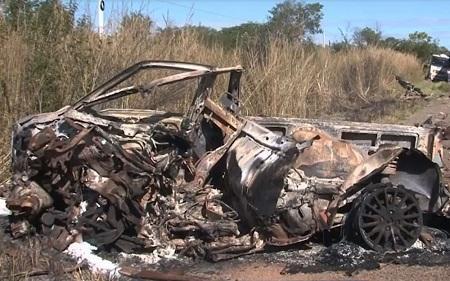 Uma pessoa morre após carro pegar fogo em batida na BR-242 no oeste da Bahia