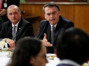 Bolsonaro Onyx 868x644 e1563715563348 300x222 - Bolsonaro ataca governador do Maranhão e chama Nordeste de 'Paraíba' - o tempo jornalismo