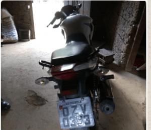 Capturar 6 300x259 - Arataca: PM recupera motocicleta roubada - o tempo jornalismo