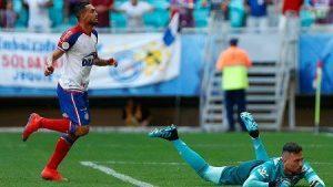 gilberto bahia diego alves foto felipe oliveira 1280x720 300x169 - Com hat-trick de Gilberto, Bahia passa por cima do Flamengo - o tempo jornalismo